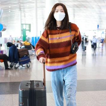 «Детский» полосатый свитер — лучший выбор для аэропорта и не только