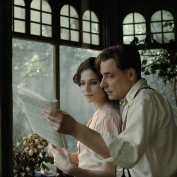 Пара в жизни и на экране: посмотрите на Евгения Цыганова и Юлию Снигирь в образах Мастера и Маргариты