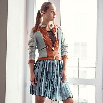 «Достаточно предсказуемый альянс юбки икожаной куртки, но сочетание оттенков мне нравится».